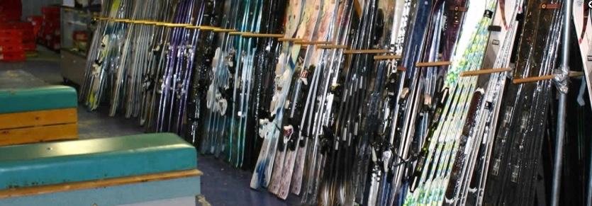 Des vieux skis récupérés