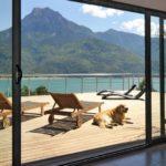 Comment bien aménager un salon avec une baie vitrée?