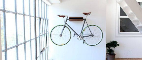 Vélo rangé dans un appartement