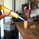 Comment mettre une cartouche de silicone dans un pistolet?