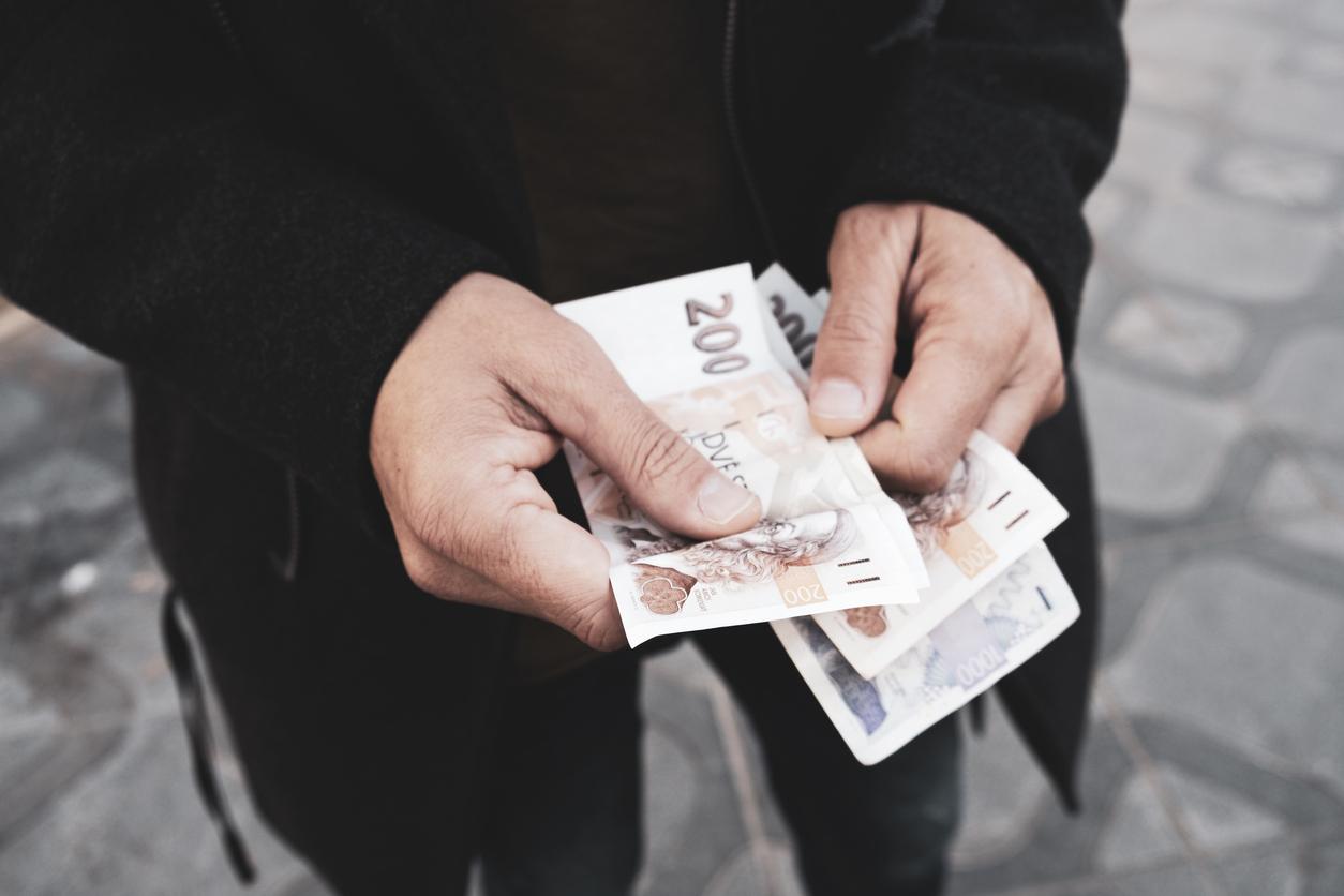 Un paiement en liquide, au black