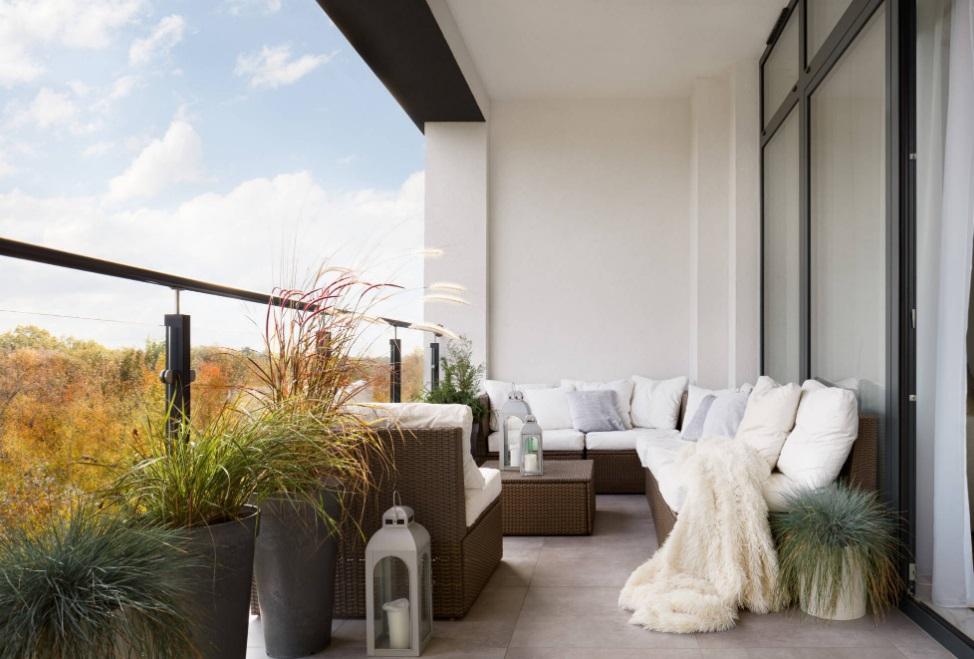 Balcon avec un canapé en résine