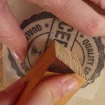 Comment imprimer une image sur du bois avec du papier sulfurisé: le guide par étapes