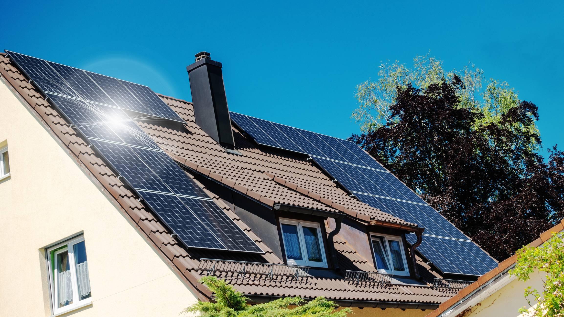 Une maison avec panneau solaire