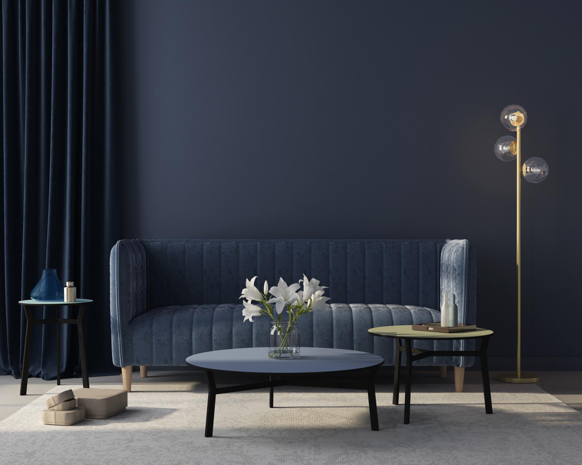 Un salon avec un lampadaire design