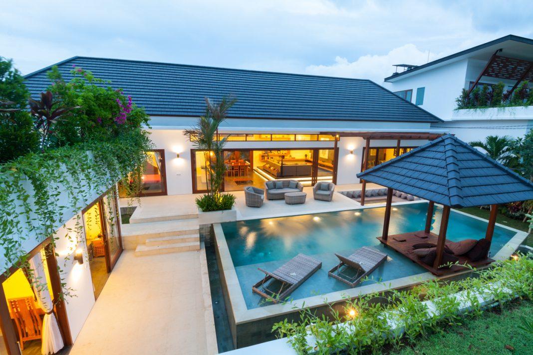 Une belle villa de luxe avec piscine