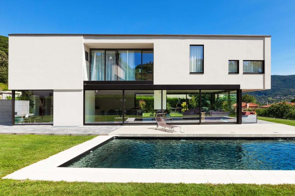 Une maison de luxe moderne avec piscine