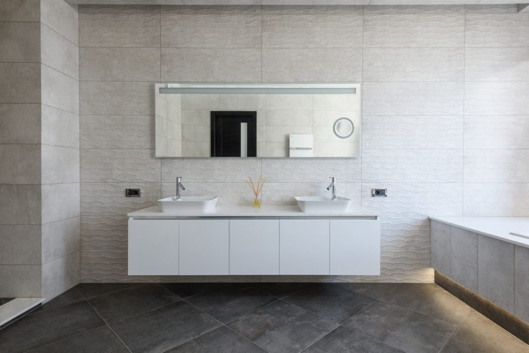 salle de bain blanche minimaliste moderne