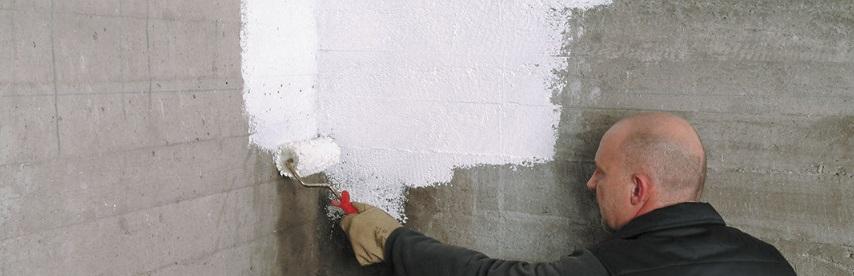Peindre un mur en parpaing