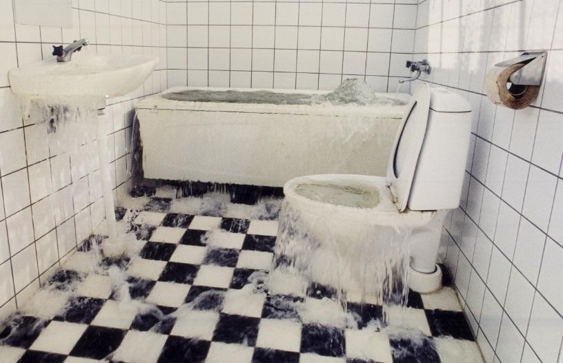 Salle de bain inondée