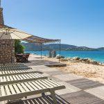 Saison estivale 2021 : pourquoi ne pas louer une villa en bord de mer avec plage privée ?