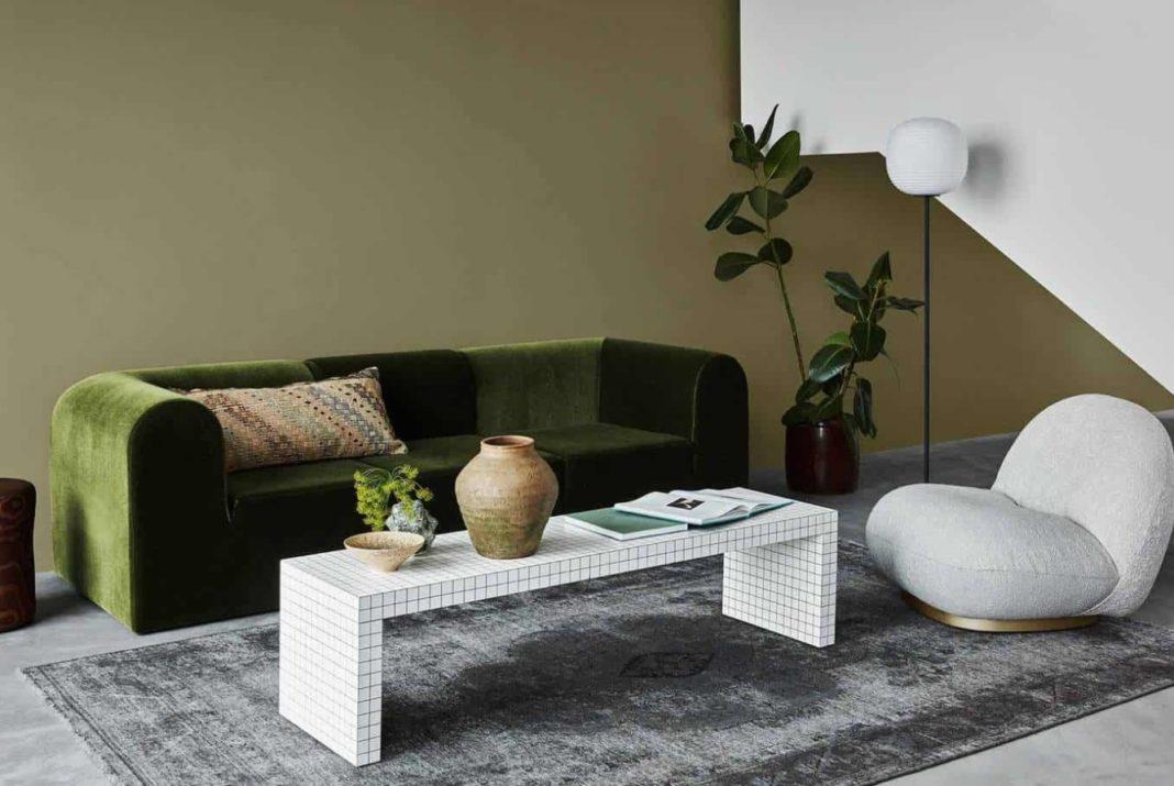 salon mur canapé vert table boudin blanc tendances déco